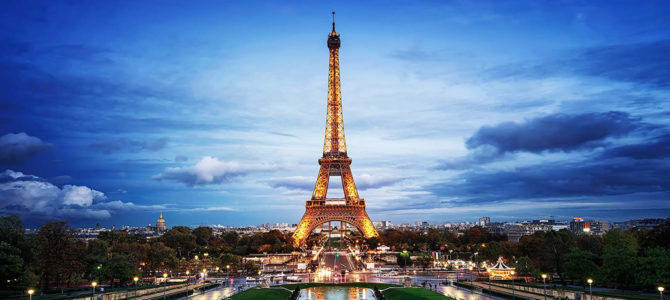 Muro de vidro blindado começa a ser construído em volta da Torre Eiffel
