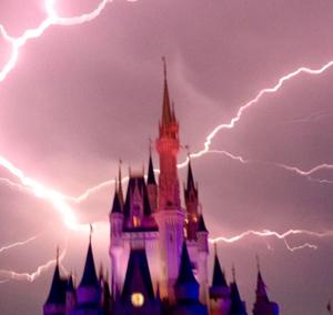 Parques da Disney e Universal em Orlando reabrem após furacão